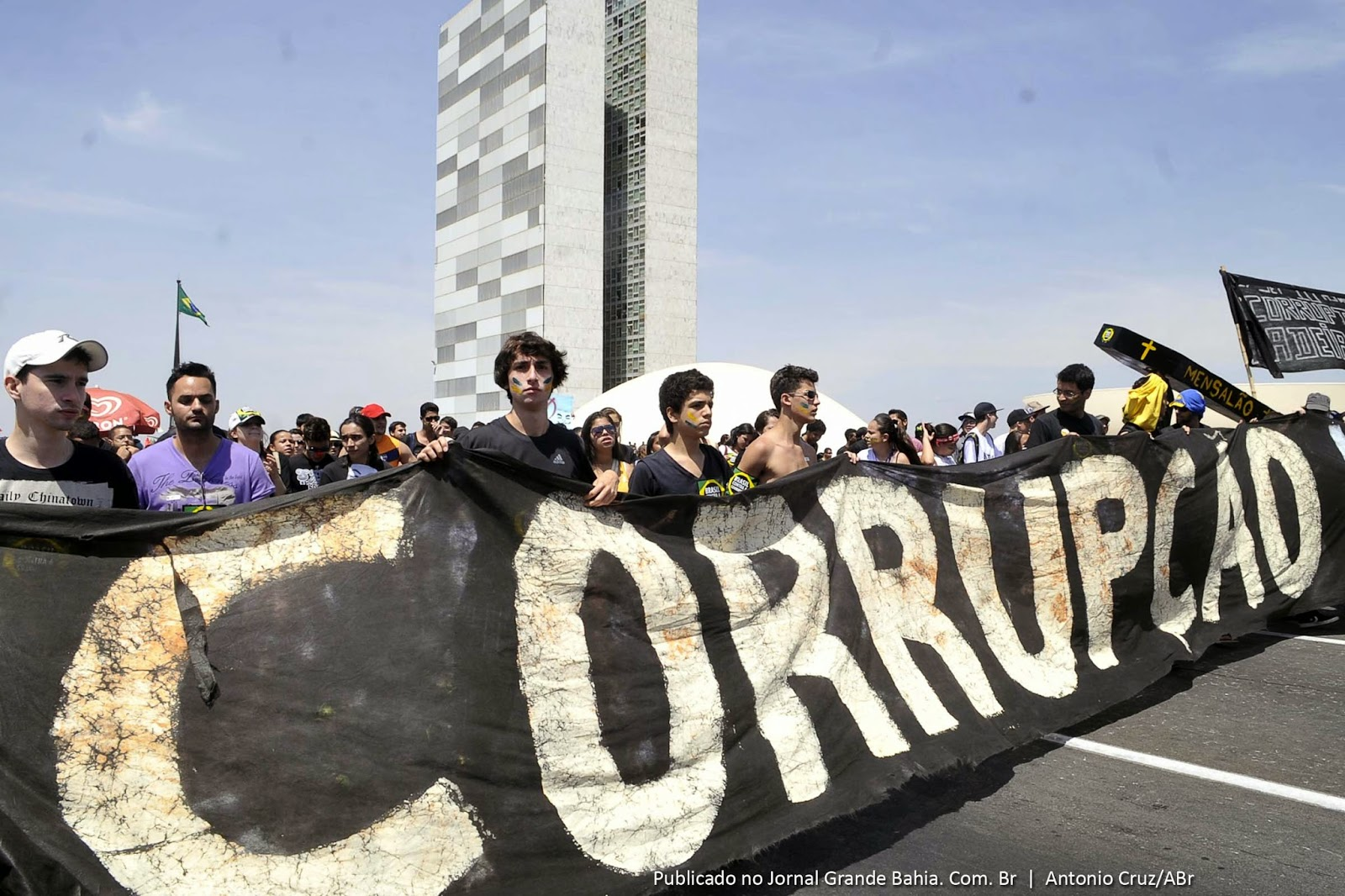 Estadão mostra quanto custa a corrupção no Brasil