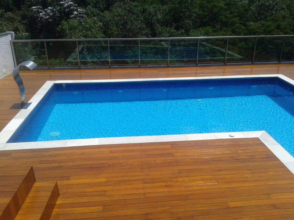 Colocação de decks em piscinas