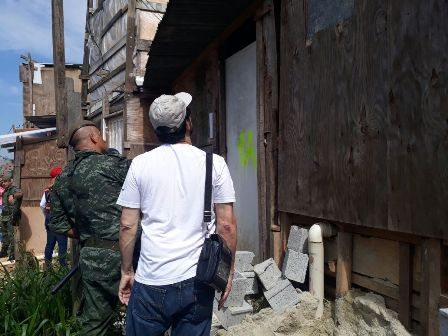 Prefeitura Regional Cidade Ademar notifica e interdita casas em área de risco